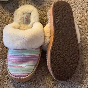Slippers of my daughters. Always worn the house.